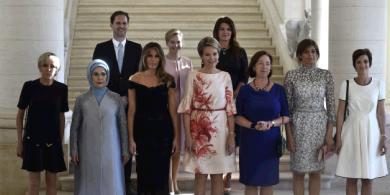 ماهي قصة الرجل الذي ظهر في الصورة الخاصة بزوجات زعماء الناتو ؟