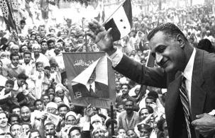 مترجم: من الليبرالية للتطرف والانهيار.. كيف تتشابه أمريكا ترامب ومصر عبد الناصر؟